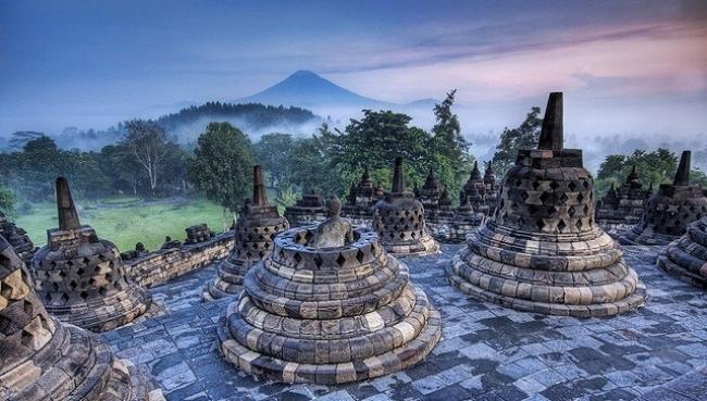 VIAJES A INDONESIA DESDE ARGENTINA - Bali / Bandung / Berastagi  / Borobudur / Bukittinggi / Denpasar / Lake Maninjau / Medan / Meseta de Dieng / Monte Bromo / Padang / Prambanan / Samosir / Surabaya / Surakarta / Yakarta / Yogyakarta /  - Viajes Exoticos